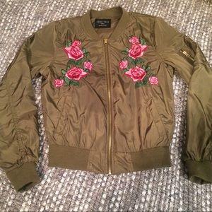 💫 Rose embroidered bomber jacket 💫